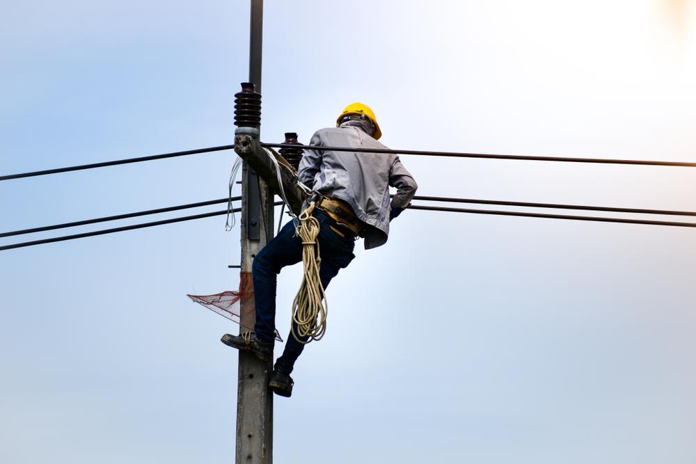 Elizabeth – PSE&G Worker Repairing Pole Hurt in Accident