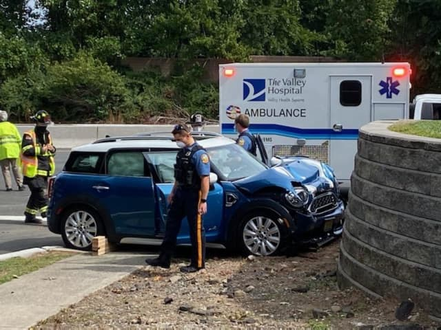 Man seriously hurt after Mini Cooper slams into Rt 17 retaining wall